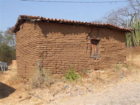 casas de adobe casa de adobe y techo de paja rancho argentino de adobe