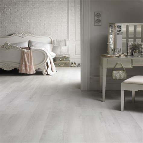 laminate flooring in bedrooms best 25 grey laminate flooring ideas on pinterest