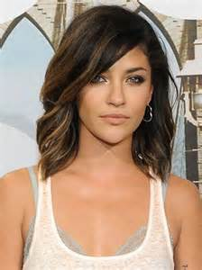 best way to create soft waves in shoulder length hair 20 short shoulder length haircuts short hairstyles