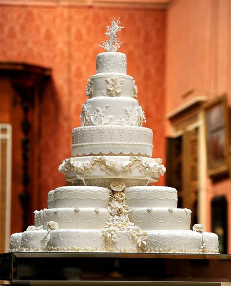 William and Kate's wedding cake made by maker Fiona Cairns with pictures