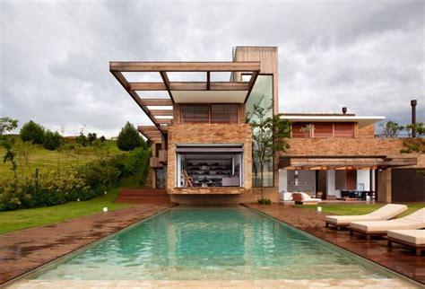 Homes Built Into Hillside by Casas De Campo Irresist 237 Veis Arquidicas