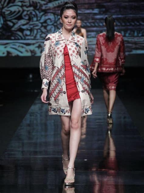 Blouse Lengan Balon Tumpuk model baju batik wanita modern ala para desainer tanah air