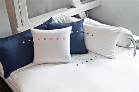 cojines de cama cojines para cama un toque personal westwing