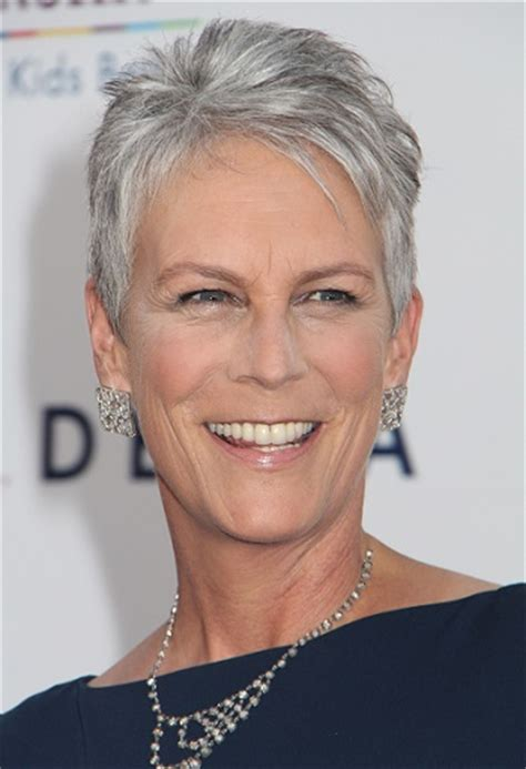 Jamie Lee Curtis With Silver Hair Classy And Very Short Haircut | hairstyles jamie lee curtis short wispy hairstyle