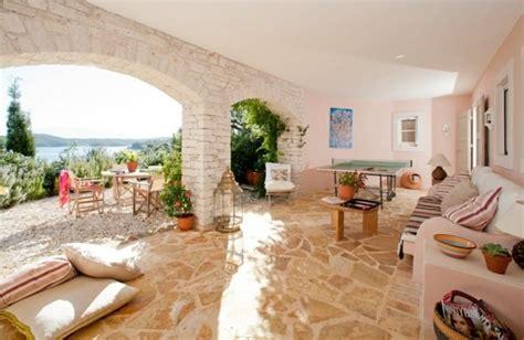 terrassen mediterran gestalten kunstrasen garten