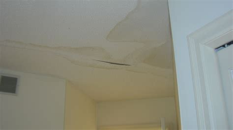 Water On Ceiling by Water Damage To Ceiling Sheetrock Seems