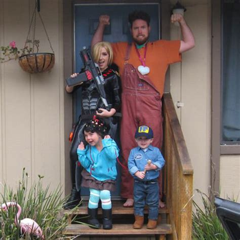 halloween themes for 2015 20 cute funny family themed halloween costume ideas