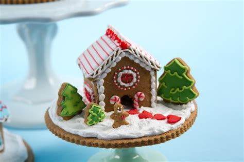 Mini Gingerbread House by You To See Mini Gingerbread Houses On Craftsy