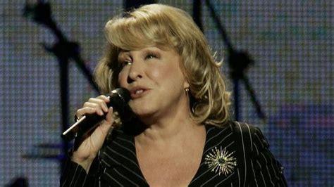 singer bette midler bette midler responds to justin bieber s diss