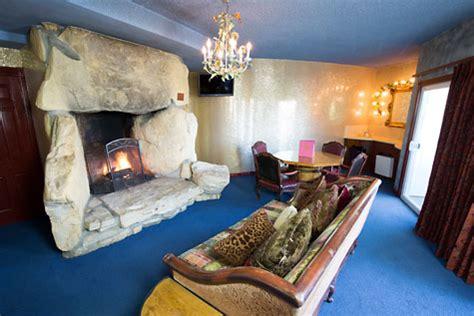 madonna inn rooms guestrooms suites