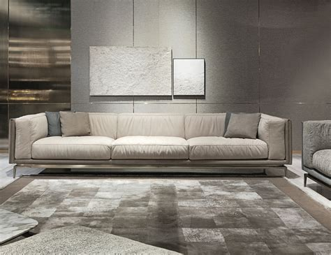 luxury sofas and chairs nella vetrina visionnaire ipe cavalli legend luxury