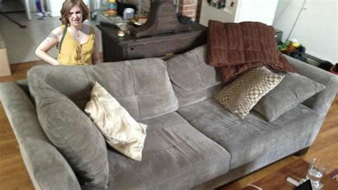 couch on craigslist lena dunham helps some dude sell a couch on craigslist