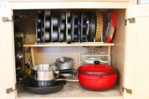 Organize Pots And Pans In Cabinet How To Decorate The Kitchen In A Functional Way