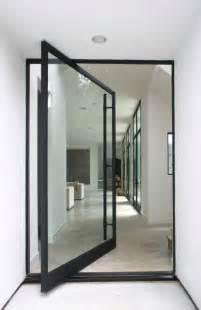 Outra op 231 227 o 233 a porta pivotante de vidro que geralmente 233 feita
