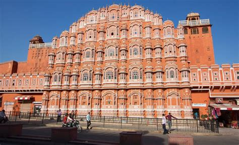 India Luxury Train by Hawa Mahal Jaipur Visiting Timings Entry Fee History