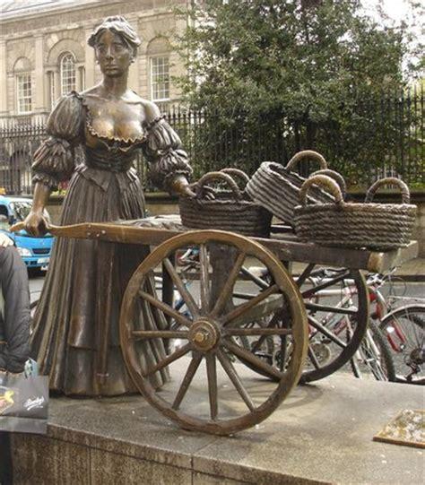 statua di molly malone picture of molly malone statue