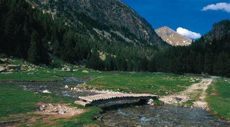 aigã estortes estany de sant maurici national park pyrenees spain 1 25 000 trekking map alpina books parque nacional de aiguestortes i estany de sant maurici