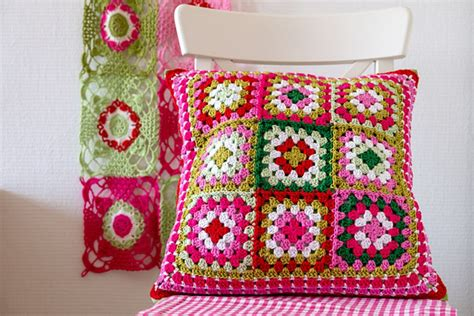 square pillow pattern 10 free crochet pillow patterns