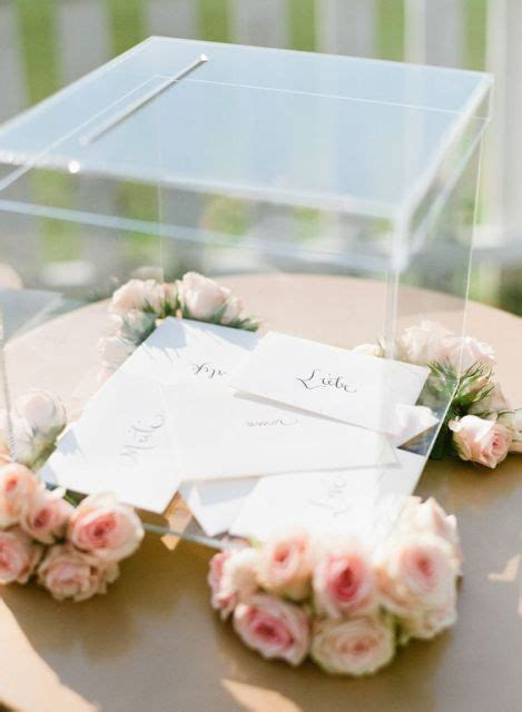 23 Adorable Lucite Décor Ideas For Your Wedding