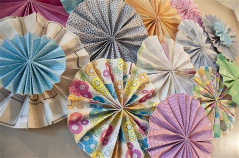 Paper Pinwheels - guest post diy your own paper pinwheel backdrop with