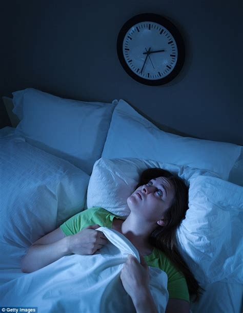 sleeping pattern messed up the simple tricks you can master to stop your sunday night