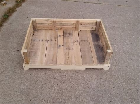 dog bed made out of pallets square dog bed off the floor google search pets