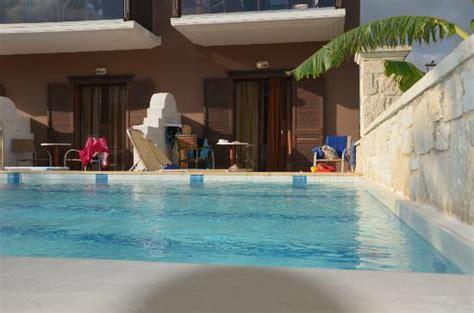chambre d hote piscine int駻ieure pisine priv 233 pour plusieurs chambres familliale bild