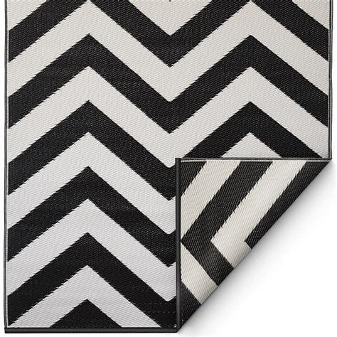 black and white chevron outdoor rug laguna outdoor rug in black white chevron outdoor rugs