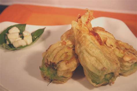 fiori zucchina ripieni fiori di zucchina ripieni e fritti mi dai la ricetta
