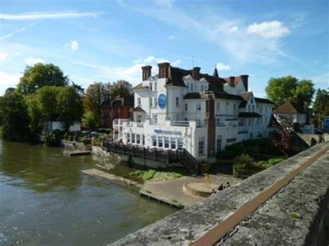 thames hotel maidenhead view from the bridge picture of the thames riviera hotel