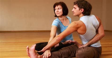 imagenes de yoga en pareja faciles posturas de yoga enforma180