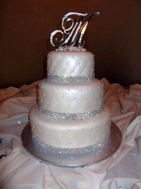glamorous cake with rhinestone trimming and quilted pattern walls wedding cake