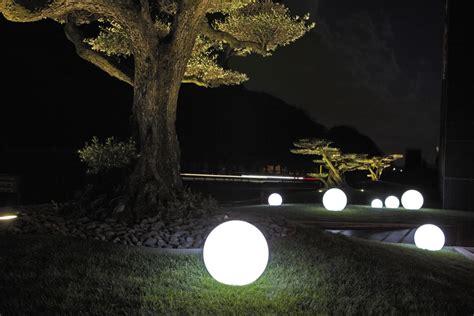 sfere illuminazione giardino sfere luminose da interno eos light nicoli