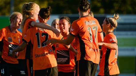 opening  win  roar women  front  record crowd