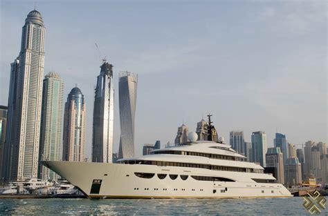 regal boats dubai vip yachts dubai cruising on a regal 2400rx jet boat