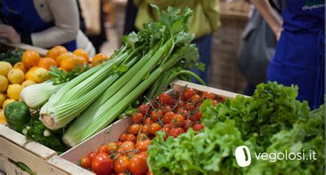 alimenti vegetariani vegetariani e vegani basso impatto ambientale meno c02