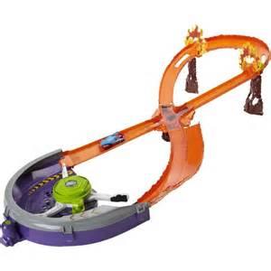 Mattel Hot Wheels Lava Race Track & Car Playset BGJ53 4