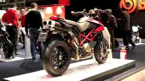 Gute Motorrad Filme by Ducati Hypermotoard 1100 Blick In Den Motor Und Auf Die