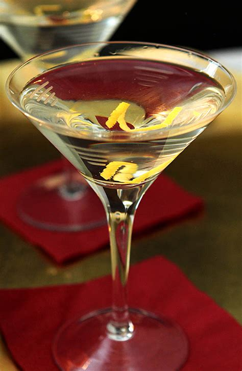 vodka martini robert de niro s vodka martini with a twist creative