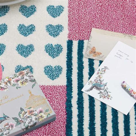 tapis pour chambre d enfant tapis moderne style patchwork pour chambre d enfant par