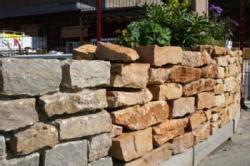 Pflanzen Für Natursteinmauer by Mauer Aus Naturstein Bauunternehmen