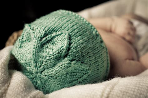 how to knit flower for baby hat flower hat baby cakes by cupcakes knitting