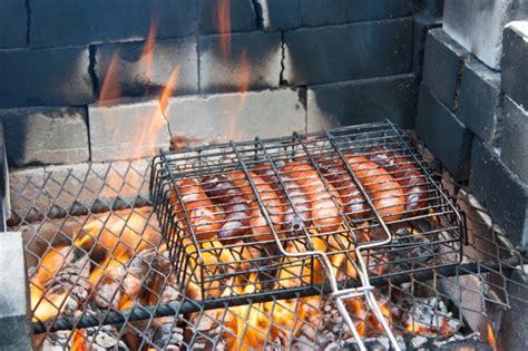 come cucinare le salamelle come cucinare le salsicce 10 proposte agrodolce