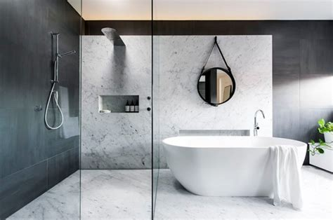 badezimmer marmorcountertops refined yet minimalist bathroom design with greenery