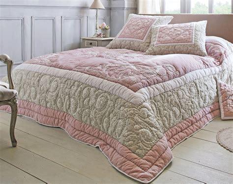 boutis couvre lit arabesques becquet
