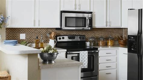 kitchen makeover on a budget ideas before and after kitchen remodels better homes gardens