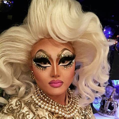 amazing makeup for drag queens trans and male to female dem eyes doh kimchi chic dragqueen eyeshadow