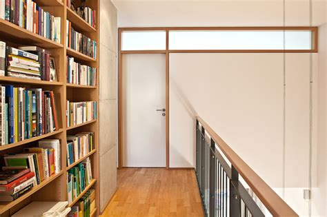 moderne reihenhäuser galerie im obergeschoss mit bibliothek und luftraum