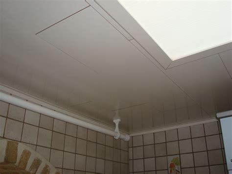 Baguette Plafond by Coller Des Baguettes Quart De Rond Mur Plafond Sur