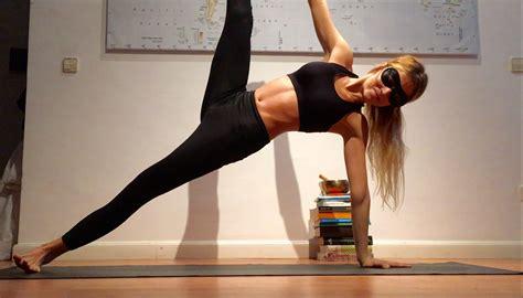 yoga un estilo de 8408145924 con qu 233 posturas empec 233 a practicar yoga lucia liencres yoga